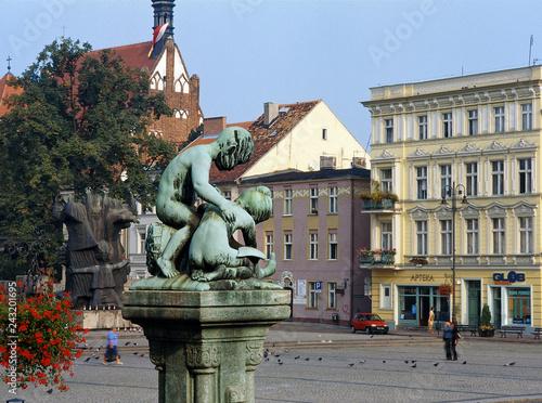 Zdjęcia na płótnie, fototapety na wymiar, obrazy na ścianę : Bydgoszcz, Poland - June, 2008: Old Market Square