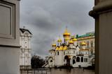 Kreml Moskau im Regen Basilika, - 243336899