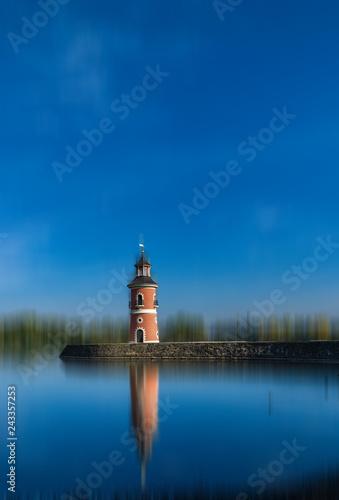 Acrylglas Pier Leuchtturm Moritzburg vor unscharfem Bildhintergrund
