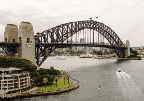 obraz lub plakat View of the iconic Sydney Harbor Bridge and North Shore in Sydney, New South Wales, Australia