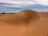 Sanddünen in der Wüste Sahara im Süden von Marokko - 243366006