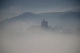 amanecer con espesa niebla en el barrio de Salburua en la ciudad de Vitoria-Gasteiz (Alava), País Vasco, España