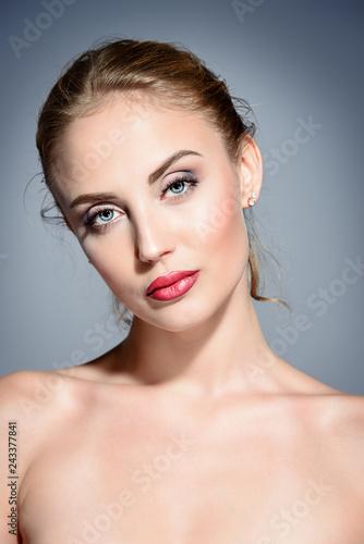 Leinwanddruck Bild healthy young woman
