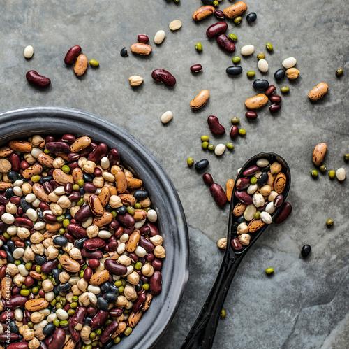 Leinwanddruck Bild Fresh legumes in a bowl