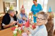 Leinwandbild Motiv Glückliche Senioren auf einer Geburtstagsfeier