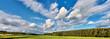 Herrliches Landschaftspanorama mit schönem Wolkenhimmel