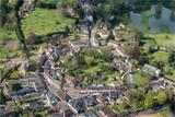 vue aérienne du village de Lyons-la-Forêt dans l'Eure en France - 243614282