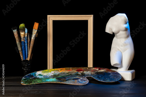 Still life with a bust of Venus. Attributes of the artist © potas
