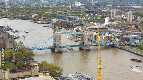 mata magnetyczna Aerial view of Tower Bridge in London