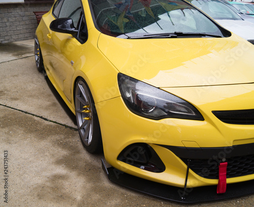 car headlight, clean car parking - 243751433