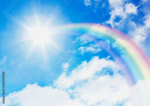 青空と太陽に伸びる虹 - 243789289