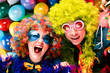 Leinwandbild Motiv Freunde in karnevalsstimmung (Paar)