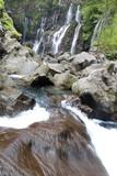 Rochers sur cascade