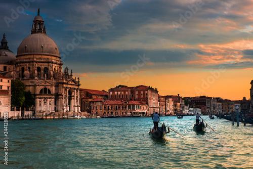 Poster Dos gondolas en Venecia, Canal grande frente a Santa Maria de la Salute, Italia