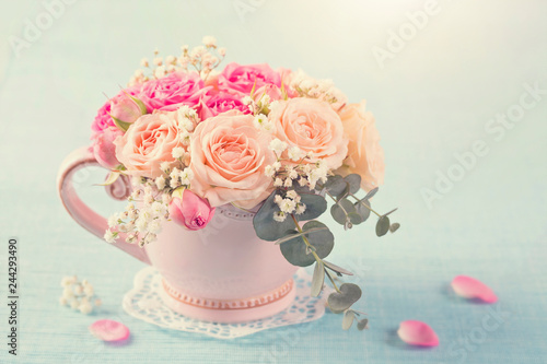 Wall mural Pink roses in a teacup