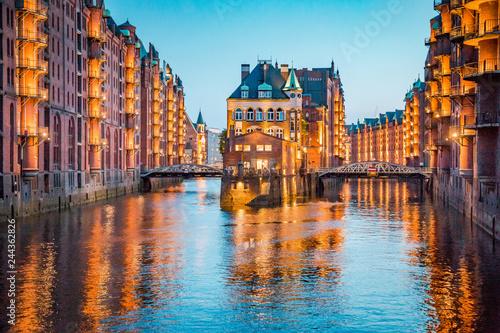 Leinwandbild Motiv Hamburg Speicherstadt at twilight, Germany