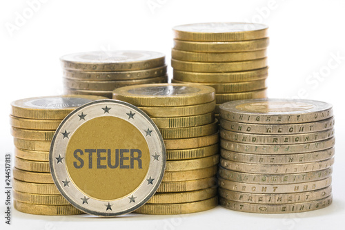Steuer auf Münze © magele-picture