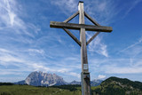 Fototapeta Na sufit - a cross marks the peak © Nico