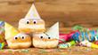 Leinwanddruck Bild - Karneval Fasching Rosenmontag Hintergrund mit Krapfen Pfannkuchen Berliner und Dekoration