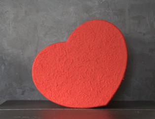 boite en forme de cœur rouge ,symbole ,cadeau de st valentin