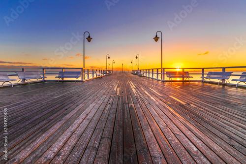 Pomost o wschodzie słońca © Maciej