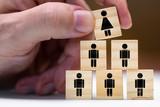 Konzept Frauen in Führungspositionen oder Beförderung als Frau