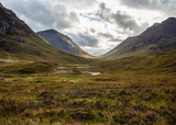 Fototapeta Do pokoju - The Pass of Glen Coe in the Scottisch Highlands under a dramatic sky © hipproductions