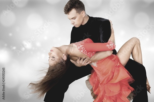 Leinwanddruck Bild Man and a woman dancing Salsa on background