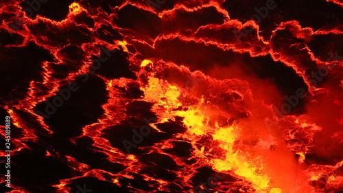 abstrakcyjne czerwono czarno żółte wzory na powierzchni lawy we wnętrzu aktywnego wulkanu - 245189889