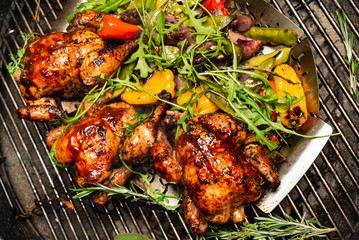 grilled chicken with pepper, onion, green peas and zucchini