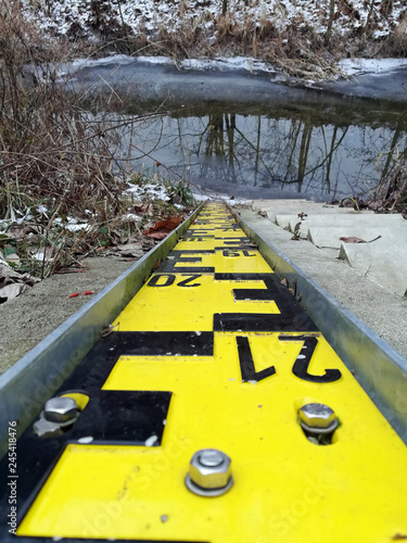 Leinwanddruck Bild Tide gauge on werre river