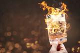 Brennender 50 Euro Schein