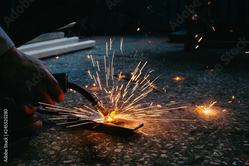 metal welding process - 245520280