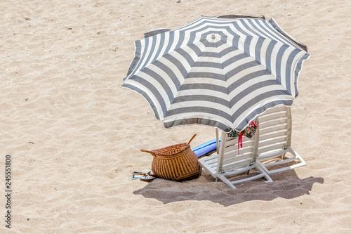 Leinwanddruck Bild parasol sur plage