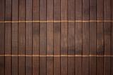 Vergrößerte dunkle Bambusmatte als Hintergrund
