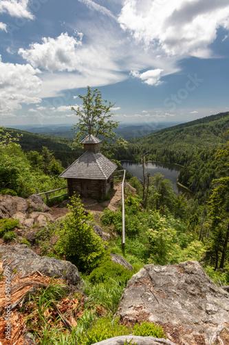 Rachelsee und Rachelkapelle im Nationalpark Bayerischer Wald