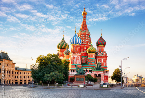 Leinwandbild Motiv Moscow, St. Basil's Cathedral in Red square, Russia