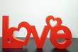 Le mot Love en anglais sculpté dans du bois