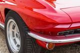 Vorderansicht eines amerikanischen Sportwagens der sechziger Jahre