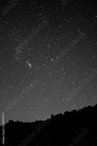 Cielo lleno de estrellas en la noche