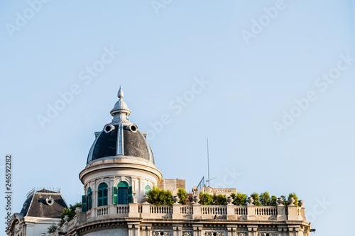 fototapeta na ścianę Bâtiment avec coupole et toit terrasse à Barcelone