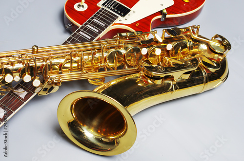 Saxophone and electric guitar - 246930457