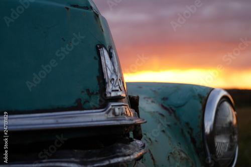 fototapeta na ścianę old rusty car