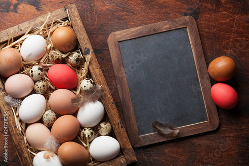 Leinwanddruck Bild Hen and quail eggs