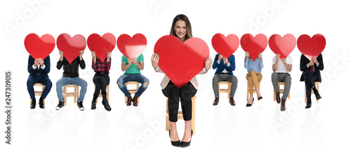 Foto Murales happy businesswoman in front of a large team holding heart