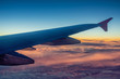 Leinwanddruck Bild - the wing of the plane in the sky