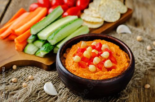 Leinwanddruck Bild Red Bell pepper hummus with vegetables