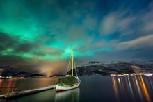 "Постер, картина, фотообои ""Northern lights in the Norwegian fjord and the yacht"""