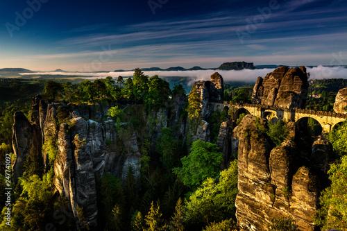 Leinwanddruck Bild Basteibruecke bei Rathen, Felsenbuehne, Nationalpark Saechsische Schweiz, Elbsandsteingebirge, Sachsen, Deutschland
