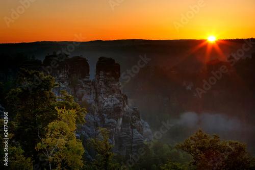 Leinwanddruck Bild Bastei bei Rathen, Nationalpark Saechsische Schweiz, Elbsandsteingebirge, Sachsen, Deutschland